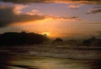 荒波と太陽 2000年 アキテーヌ フランス 02265002459| 写真素材・ストックフォト・画像・イラスト素材|アマナイメージズ