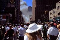 テロの煙と人々 2001年 アメリカ 02265002789| 写真素材・ストックフォト・画像・イラスト素材|アマナイメージズ