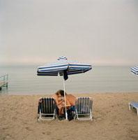 砂浜でキスするカップル 1999年 ギリシア