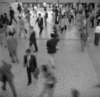 駅の雑踏 B/W 1997年 02265003584| 写真素材・ストックフォト・画像・イラスト素材|アマナイメージズ