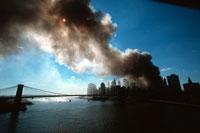 テロの黒煙と青空と海 2001年9月11日 アメリカ 02265005702| 写真素材・ストックフォト・画像・イラスト素材|アマナイメージズ
