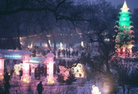 イルミネーションと人々 1985年 ハルピン 中国 02265006128| 写真素材・ストックフォト・画像・イラスト素材|アマナイメージズ