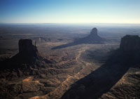 影がのびるモニュメントバレー 1989年 アリゾナ アメリカ 02265006324| 写真素材・ストックフォト・画像・イラスト素材|アマナイメージズ