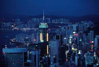 高層ビルの立ち並ぶ町の夜景 1996年 香港 02265006750| 写真素材・ストックフォト・画像・イラスト素材|アマナイメージズ