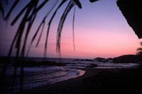 ピンクに染まる空と海岸の風景 2001年 オアハカ メキシコ 02265007070| 写真素材・ストックフォト・画像・イラスト素材|アマナイメージズ