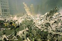 がれきと消防士と煙 NY アメリカ 2001年9月 02265007546| 写真素材・ストックフォト・画像・イラスト素材|アマナイメージズ