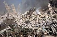 がれきと煙と消防士 NY アメリカ 2001年9月 02265007547| 写真素材・ストックフォト・画像・イラスト素材|アマナイメージズ