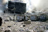 がれきと煙と警察の車 NY アメリカ 2001年9月 02265007551| 写真素材・ストックフォト・画像・イラスト素材|アマナイメージズ