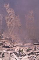 壊れたビルのがれきと煙 NY アメリカ 2001年9月 02265007559| 写真素材・ストックフォト・画像・イラスト素材|アマナイメージズ