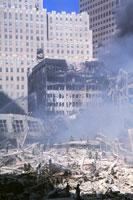 壊れたビルと煙と青空 NY アメリカ 2001年9月 02265007567| 写真素材・ストックフォト・画像・イラスト素材|アマナイメージズ