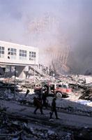 壊れたビルとがれきと煙 NY アメリカ 2001年9月 02265007568| 写真素材・ストックフォト・画像・イラスト素材|アマナイメージズ