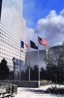 3本の国旗と煙と青空 NY アメリカ 2001年9月 02265007569| 写真素材・ストックフォト・画像・イラスト素材|アマナイメージズ