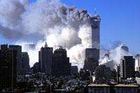 崩壊するビルと高層ビル群 NY アメリカ 2001年9月 02265007573| 写真素材・ストックフォト・画像・イラスト素材|アマナイメージズ