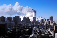 崩壊するビルと高層ビル群 NY アメリカ 2001年9月