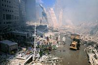 がれきとホイルローダー NY アメリカ 2001年9月 02265007584| 写真素材・ストックフォト・画像・イラスト素材|アマナイメージズ