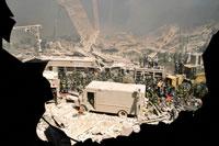 がれきと建物と車 NY アメリカ 2001年9月 02265007586| 写真素材・ストックフォト・画像・イラスト素材|アマナイメージズ