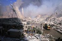 がれきと壊れた建物と煙 NY アメリカ 2001年9月 02265007587| 写真素材・ストックフォト・画像・イラスト素材|アマナイメージズ