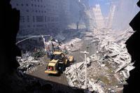 がれきとホイルローダー NY アメリカ 2001年9月 02265007589| 写真素材・ストックフォト・画像・イラスト素材|アマナイメージズ
