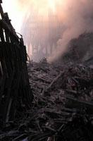 壊れた建物とがれきと煙 NY アメリカ 2001年9月 02265007593| 写真素材・ストックフォト・画像・イラスト素材|アマナイメージズ