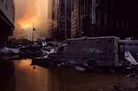 ビルの谷間の火事の炎とがれき NY アメリカ 2001年9月