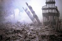 壊れた建物とがれきと煙 NY アメリカ 2001年9月 02265007601| 写真素材・ストックフォト・画像・イラスト素材|アマナイメージズ