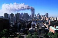 煙を出すビルと町並み NY アメリカ 2001年9月 02265007607| 写真素材・ストックフォト・画像・イラスト素材|アマナイメージズ