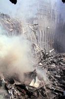 壊れた建物とがれきと煙 NY アメリカ 2001年9月 02265007610| 写真素材・ストックフォト・画像・イラスト素材|アマナイメージズ