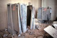 散乱する屋内のロッカー NY アメリカ 2001年9月 02265007611| 写真素材・ストックフォト・画像・イラスト素材|アマナイメージズ