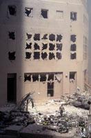 窓ガラスが割れて壊れたビル NY アメリカ 2001年9月 02265007614| 写真素材・ストックフォト・画像・イラスト素材|アマナイメージズ