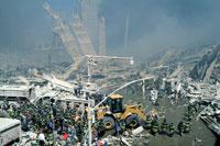 がれきとホイルローダー NY アメリカ 2001年9月 02265007615| 写真素材・ストックフォト・画像・イラスト素材|アマナイメージズ