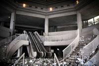 がれきとエスカレーターと階段 NY アメリカ 2001年9月 02265007620| 写真素材・ストックフォト・画像・イラスト素材|アマナイメージズ