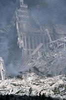 壊れた建物とがれきと煙 NY アメリカ 2001年9月 02265007626| 写真素材・ストックフォト・画像・イラスト素材|アマナイメージズ