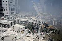 がれきとホイルローダー NY アメリカ 2001年9月 02265007632| 写真素材・ストックフォト・画像・イラスト素材|アマナイメージズ