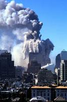 黒煙と崩壊するビルと町並み NY アメリカ 2001年9月 02265007634| 写真素材・ストックフォト・画像・イラスト素材|アマナイメージズ
