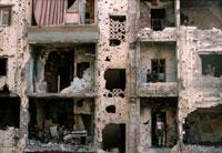 弾痕と穴だらけの廃墟 ベイルート レバノン 1985年