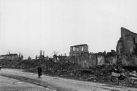 破壊された建物とがれき フライブルク ドイツ 1945年