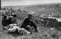 眺める人 1974年 ヨークシャー イギリス 02265010073  写真素材・ストックフォト・画像・イラスト素材 アマナイメージズ