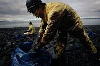 バルディーズ号座礁油流出と作業員 1989年 アラスカ