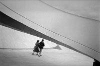 オスカー・ニーマイヤーデザインとカップル 1982年