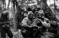 ガスマスクをつけたイギリス兵 1983年 ドイツ