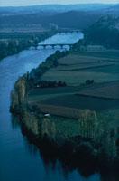川と橋 アキテーヌ盆地 フランス 02265021152| 写真素材・ストックフォト・画像・イラスト素材|アマナイメージズ