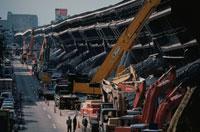 地震で倒壊した高速道路とレッカー車 神戸 02265022217| 写真素材・ストックフォト・画像・イラスト素材|アマナイメージズ