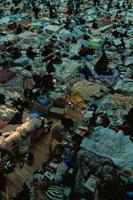 地震の被災地の臨時避難所 神戸 02265022220| 写真素材・ストックフォト・画像・イラスト素材|アマナイメージズ