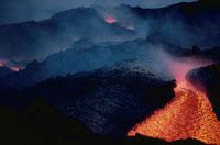 噴火したエトナ山の溶岩流 シシリー島 イタリア