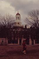 60年代のハーバード大学の学生のカップル アメリカ 02265023810| 写真素材・ストックフォト・画像・イラスト素材|アマナイメージズ