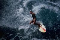 海とサーファー マカハビーチ オアフ ハワイ