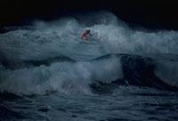 サンセットビーチのサーファー  オアフ ハワイ
