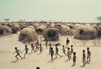 難民キャンプで遊ぶ子供達、ソマリア