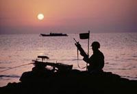 海岸をパトロールする米軍のシルエット ベイルート 1982年