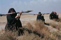 射撃訓練をするイランの女性 1986年